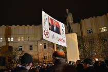 Demonstrace proti nově zvolenému předsedovi komise pro kontrolu GIBS Zdeňku Ondráčkovi v Hradci Králové.