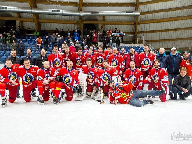 Druhý tým nedávno skončeného ročníku krajské hokejové ligy - SK Třebechovice pod Orebem.