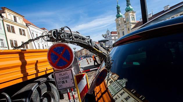 Opravy na Velkém náměstí v Hradci Králové.