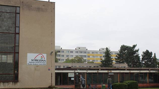 """Vyhlášená hradecká """"zuška"""" čeká na rekonstrukci, která si vyžádá přes 160 milionů korun. Hradecká radnice řeší spor s firmou, která měla práce provést."""