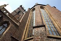 Katedrála svatého Ducha. Datum ukončení stavby není známo, ale v době pobytu královny Elišky Pomořanské v Hradci r.1378 byl farní chrám již na vrcholu slávy.
