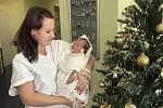 DANIEL JARKOVSKÝ se narodil 12. prosince ve 12.37 hodin. Měřil 51 cm a vážil 3720 g. Radost udělal svým rodičům Ivě Tauchmanové a Jiřímu Sarkovskému z Hustířan. Doma se těší pětiletá sestřička Terezka.