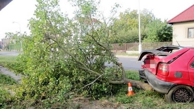 Havárie osobního automobilu v Zábědově u Nového Bydžova.