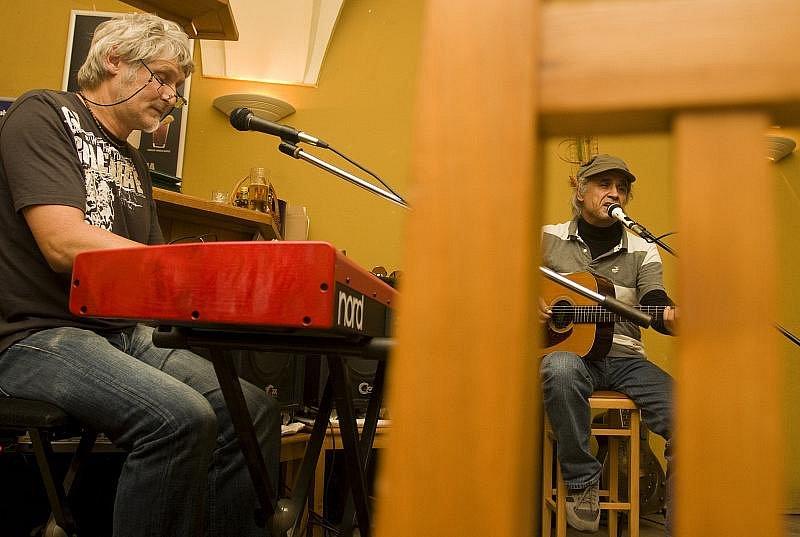 Jazz Goes To Town: Známá hradecká kapela Blues G byla ve středu hostem jazzového večera v restauraci U Černého koně.