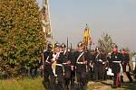 U čtyř pomníků shromážděných poblíž Dlouhých Dvorů vzpomínaly tři desítky příznivců vojenské historie na vojáky, kteří v okolí padli v roce 1866 při bitvě u Hradce Králové. (30. října 2010)