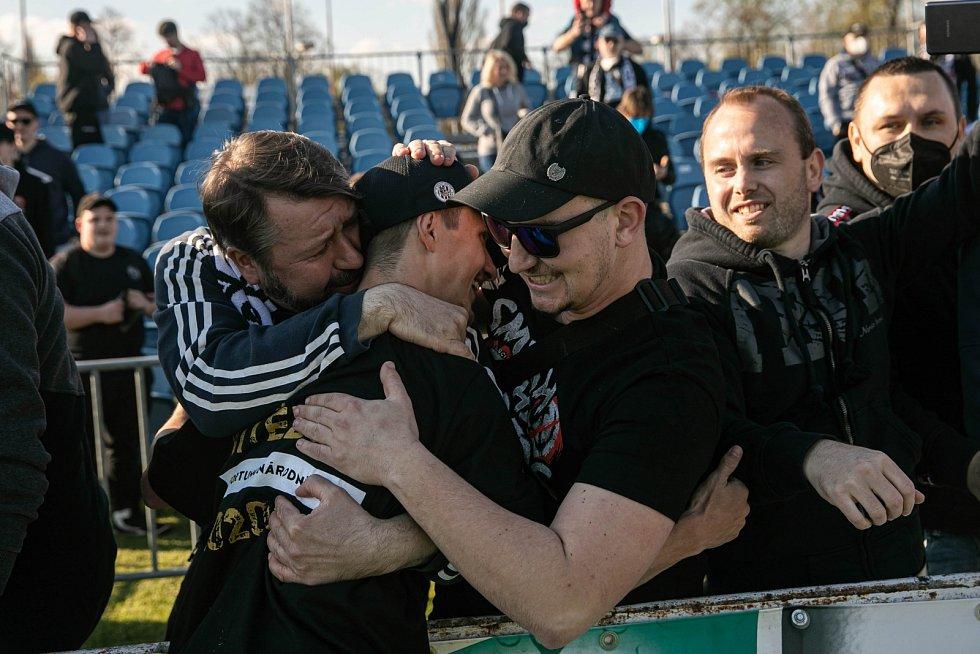 Postupové oslavy hradeckých fotbalistů