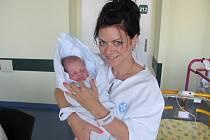 LAURA SCHOVÁNKOVÁ se narodila 24. září v 11.03 hodin a svými 51 centimetry a 3490 gramy potěšila maminku Elen, tatínka Pavla a sestřičku Valerii.