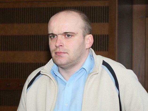 Obžalovanému Petru Trejbalovi hrozí až 12 let vězení.