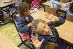 Dvojčata Kristina (na fotografii) a Karolína Tobiškovy se společně staly 1. září prvňáčky.