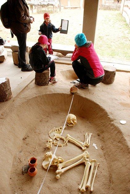 Archeologie - tématický víkend ve všestarském archeoparku.