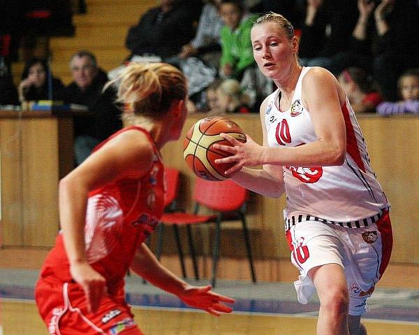 Ženská basketbalová liga: Sokol Hradec Králové - BK Pliska Studánka Pardubice.