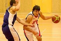 Hradečtí basketbalisté v akci.