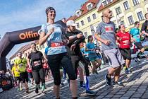 Tisíce běžeckých nadšenců se stejně jako v uplynulých letech i letos vydá na start Hradeckého půl/maratonu.