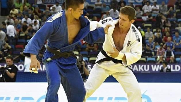 Na loňském světovém šampionátu v ázerbájdžánském Baku obsadil Pavel Petřikov (v bílém) solidní deváté místo. Jak dopadne jeho desátý start na MS v japonském Tokiu?