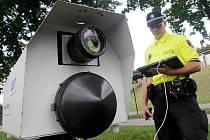 Rychlou jízdu neukázněných řidičů by mohl omezit nákup nového radaru, který budou využívat městští strážníci. Ten stávající pochází z roku 2006 a v současné době už pomalu dosluhuje.
