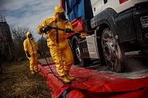 Zasahující hasiči v Dobřenicích