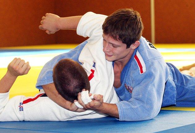 Judista Pavel Petřikov (vpravo) na tréninku.