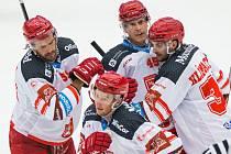 Hradečtí hokejisté se po utkání s Olomoucí mohli radovat z vítězství 6:0.