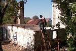 Stavbu roubené školy brzdí poslední lejstro