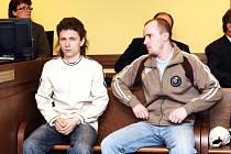 Od soudu odešli bratři s podmínkou. Jan Drahý (vlevo) a Miloš Bubeníček zneužívali svou nevlastní nezletilou sestru.