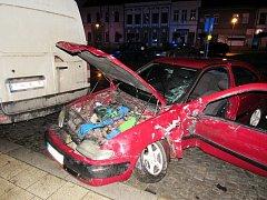 Dopravní nehoda osobního a nákladního automobilu v Třebechovicích pod Orebem.