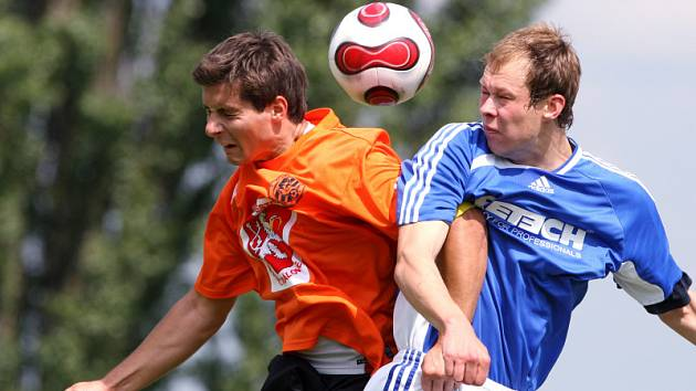 Z divizního utkání FC Hradec B (oranžové dresy) - Trutnov