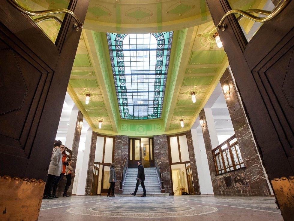 Prohlídka rekonstruované Galerie moderního umění v Hradci Králové.