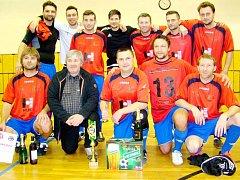 Před rokem se z celkového prvenství ve fotbalovém turnaji radoval tým HLDS.