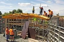Stavba hradeckého autodromu pokračuje.