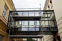 Spojovací chodba v současné době vzniká mezi Divadlem Drak a Labyrintem. Stavba krčku by měla být hotová do konce září.