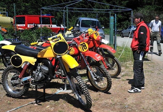 Závody v motokrosu