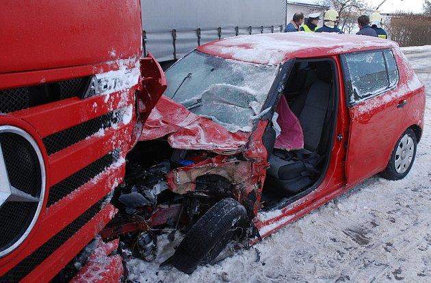 Dobpravní nehoda v Blešně (Královéhradecko) - 17. února 2009.