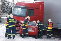 Dobpravní nehoda v Blešně - 17. února 2009.