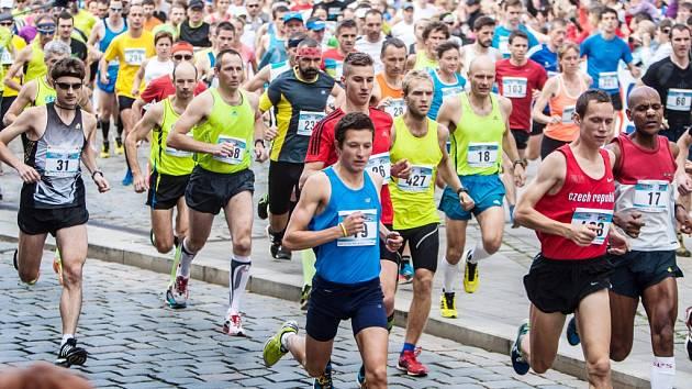 Běžecký závod Hradecký půlmaraton.