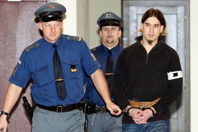 Obžalovaného Tomáše Vydržela přivedla do soudní síně vězeňská stráž.