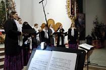 Dívčí sbor Kantiléna z Hradce Králové během vystoupení v Polsku.