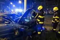 Havárie osobního automobilu v hradecké Gagarinově ulici.