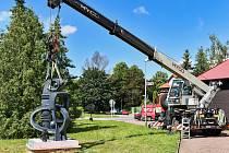 Divadlo Drak ozdobila nová socha.