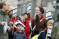 Dny pro Izrael: demonstrace na Baťkově náměstí proti terorismu (5. října 2010).