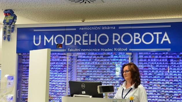 Činnost lékárny ve Fakultní nemocnici Hradec Králové.