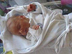 MATĚJ BYSTRZYCKI se narodil 11. června ve 4.23 hodin. Měřil 52 centimetrů a vážil 3140 gramů. Nový přírůstek do rodiny rozzářil maminku Darinu a tatínka Jakuba z Hradce Králové.