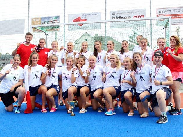 České pozemní hokejistky do 21 let obsadily na evropském šampionátu divize B, který hostila aréna v královéhradeckém Farářství, třetí příčku.