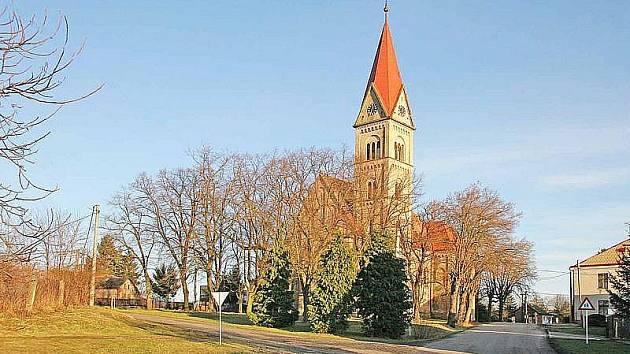 Kostel v Babicích na Hradecku.