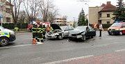 Dopravní nehoda dvou osobních automobilů v hradecké Pouchovské ulici.