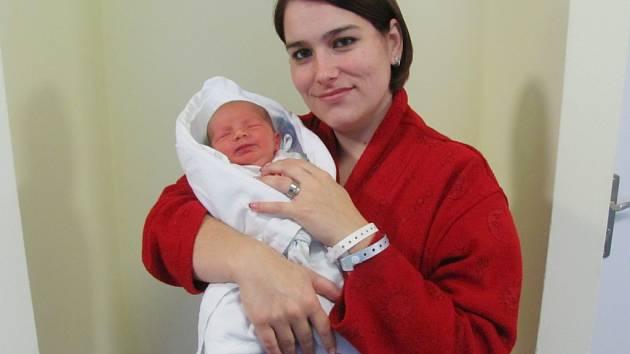 VLADIMÍR FICENEC se narodil 27. prosince v 10.54 hodin. Měřil 47 cm a vážil 3110 g. Velmi potěšil rodiče Lenku a Vladimíra Ficencovy z Dobrušky. Doma se těší sestřička Nikolka.
