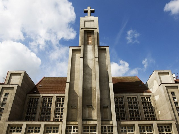 Kostel Božského Srdce Páně na náměstí 28. října v Hradci Králové.