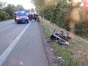 Dopravní nehoda osobního automobilu a motocyklu ve Svinarech.