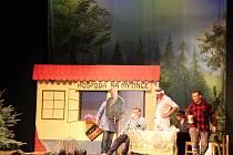 """Novobydžovští ochotníci uchvátili obecentstvo """"novým"""" nastudováním hry z pera génia Járy CImrmana - Hospoda Na mýtince."""