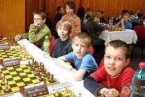 Cenné kovy získali na republikovém přeboru v šachu žáci hradecké ZŠ Gočárova.