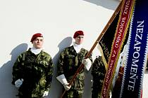 Paravýsadek skupiny Barium, jehož cílem byla za druhé světové války aktivace domácího odboje a příprava ozbrojeného povstání, si včera připomněli ve Vysoké nad Labem.